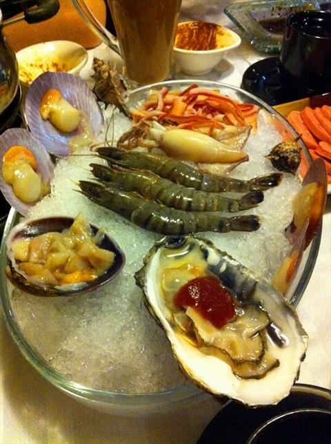 比较养生 口感也非常鲜美 海鲜拼盘:海鲜的种类很丰富 食材新鲜 摆盘