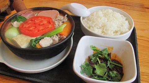 就餐厅来说, 好当家米线快餐店都是直营,主要经营各种小吃.