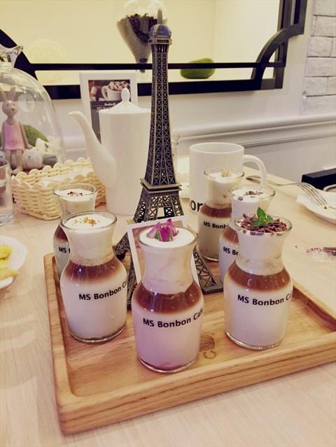 玫瑰埃菲尔铁塔咖啡高清图片