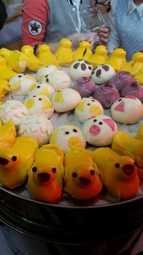 第一次看到那么可爱的糕点馒头,特别是黄色小鸭.还有创意.